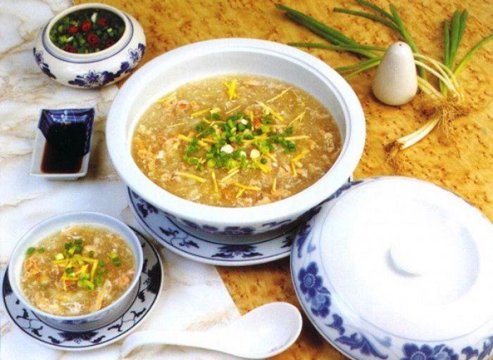 Súp yến thịt gà xé còn được gọi với những cái tên khác như súp yến thả gà, súp yến gà