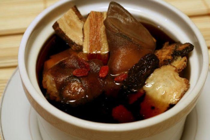 Thịt dê hầm đỗ trọng nhiều dinh dưỡng