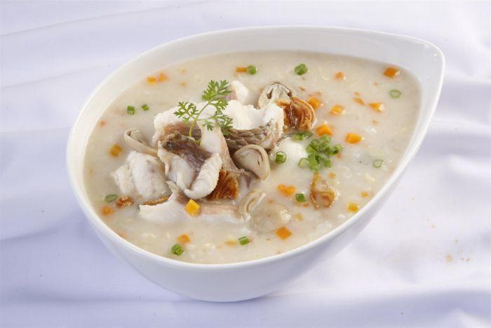 Trong số 8 món ăn cho trẻ em suy dinh dưỡng thì các mẹ không nên bỏ qua món cháo cá lóc cà rốt