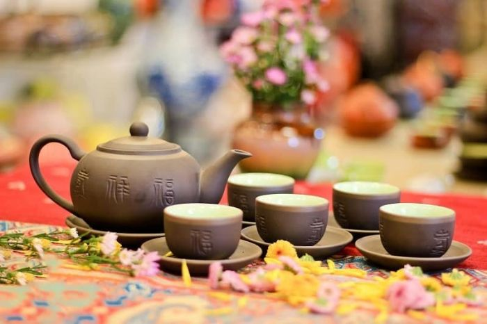 Bộ ấm trà Bát Tràng dành tặng bố mẹ