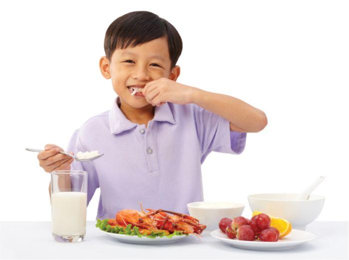 Xây dựng thực đơn cho con là một bí quyết tăng cân cho trẻ em còi cọc vô cùng quan trọng