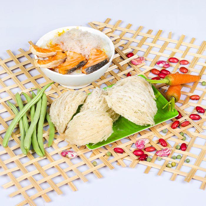 Bên cạnh những món ăn thường ngày mẹ nên cho bé ăn cháo tổ yến để đổi bữa