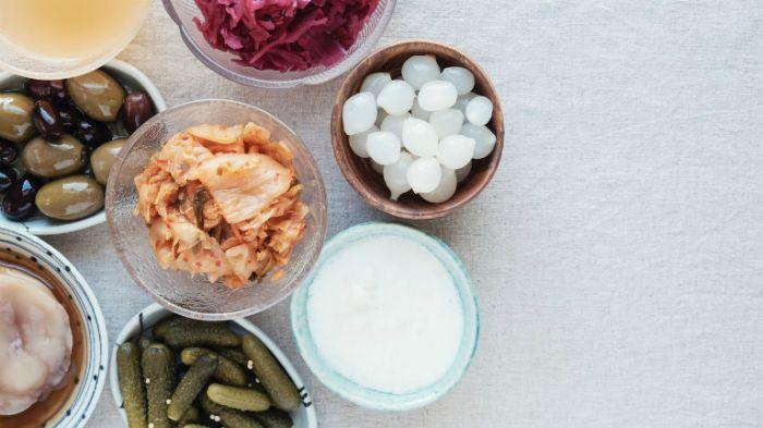 Các loại thực phẩm lên men, thực phẩm chứa probiotic có rất nhiều lợi khuẩn nên giúp con người tiêu hóa thức ăn một cách dễ dàng