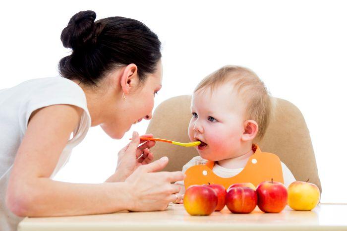 Mẹ cho trẻ ăn dặm nhưng không đúng thời điểm, có thể là quá sớm hay quá sớm cũng khiến chức năng tiêu hóa suy giảm