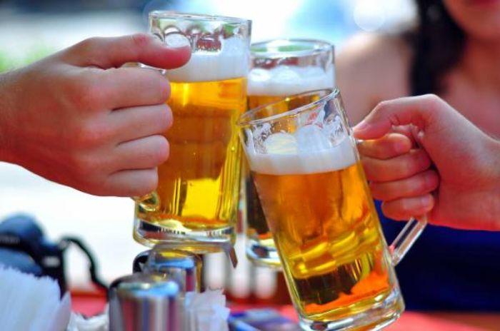 Uống quá nhiều bia rượu và lạm dụng thuốc tây sẽ dẫn nhiều chất độc hại vào trong cơ thể