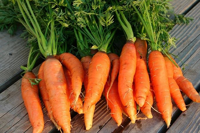Củ cà rốt được sơ chế kỹ càng trước khi nấu