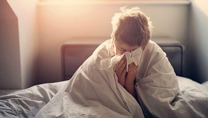 Đo nhiệt độ cơ thể người sốt thường xuyên
