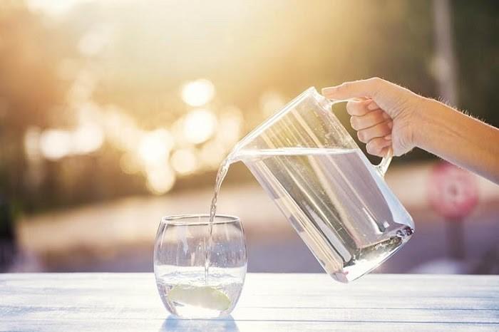 Nhắc bạn gái uống nước thường xuyên
